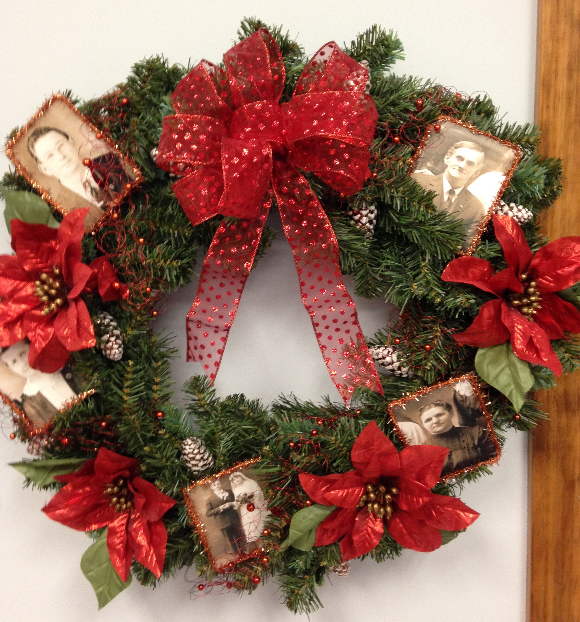 family history Christmas wreath red